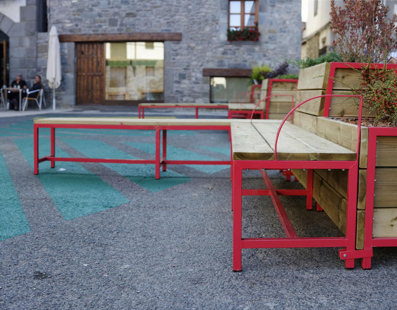 Detalle mobiliario urbano (Plaza de Abajo, Burgui, 2020)